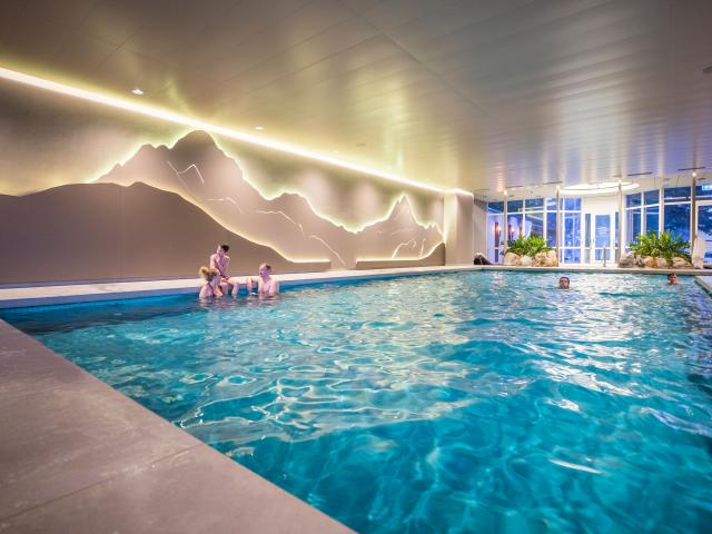 Schwimmbecken Swimming Pool 02 Belvedere Swiss Quality Hotel Grindelwald